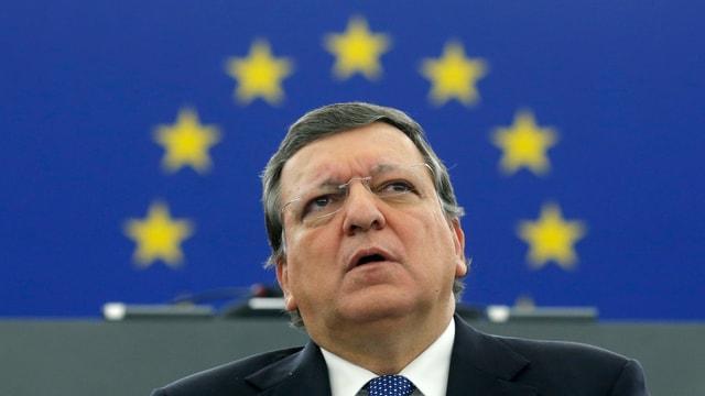 José Manuel Barroso vor einem EU-Emblem.