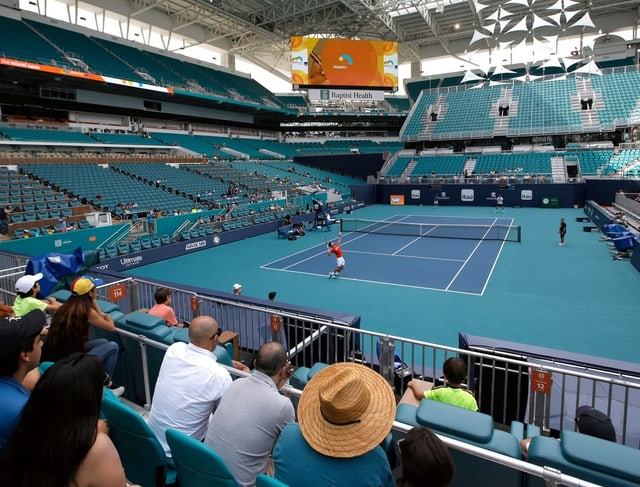 Novak Djokovic trainiert im neuen Stadion.