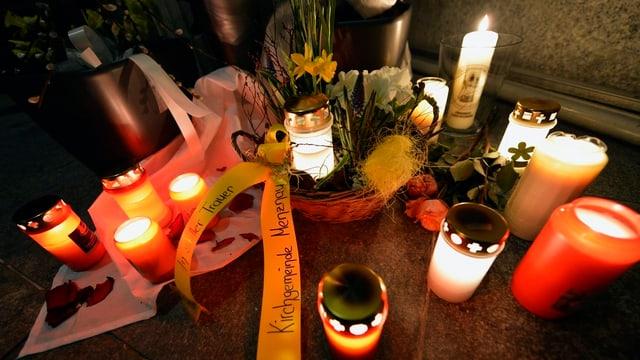 Trauerkerzen für die Opfer von Menznau.