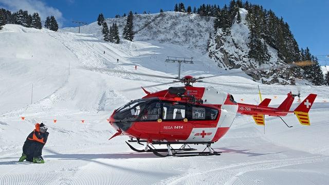 in helicopter da la Rega sin ina pista