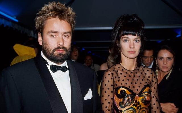 Luc Besson im Anzug neben Anne Parrilaud im Kleid