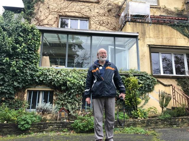 Leo Horlacher vor seinem Haus