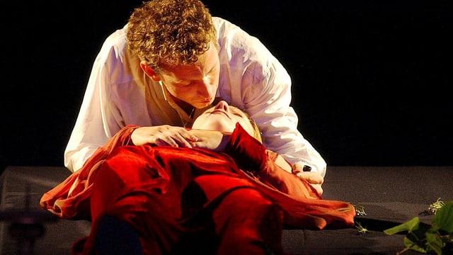 Romeo und Julia bei Sterbeszene.