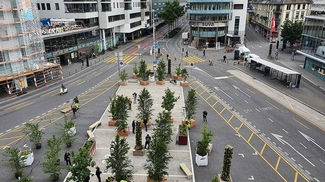 Der Löwenplatz in Luzern: Auf den Carparkplätzen hat die Stadt Sitzbänke und Pflanzenelemente installiert.