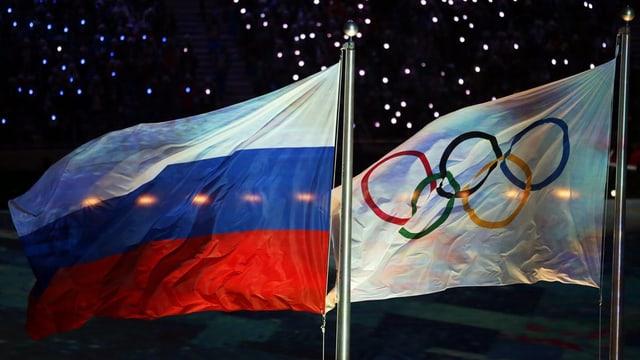 bandieras da la russia e da l'olimpica
