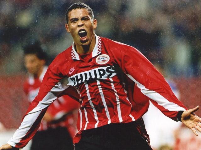 Der 18-jährige Ronaldo jubelt im PSV-Dress