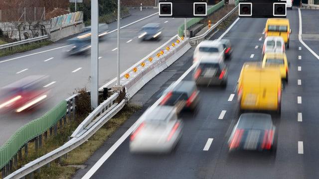 Autos sauf einer Autobahn