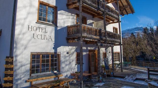 L'entrada dal Hotel Ucliva