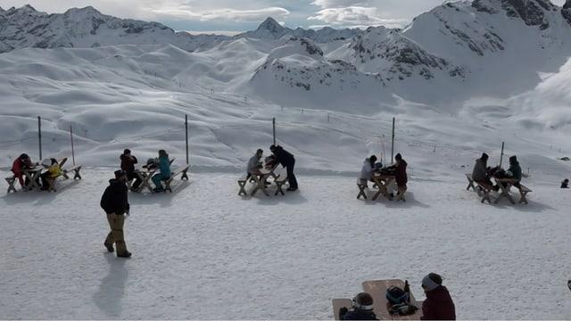 Terrasse mit Abstand – im Obwaldner Skigebiet Melchsee-Frutt.