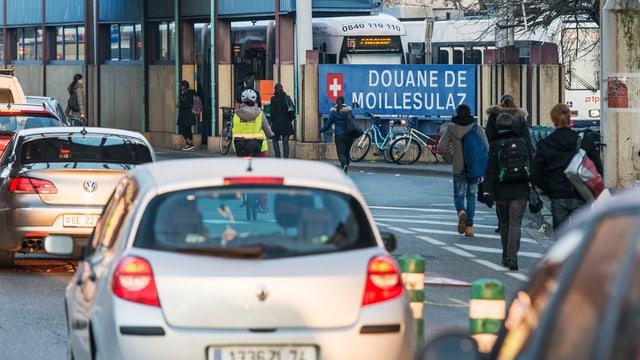 Zehntausende kommen täglich aus Frankreich
