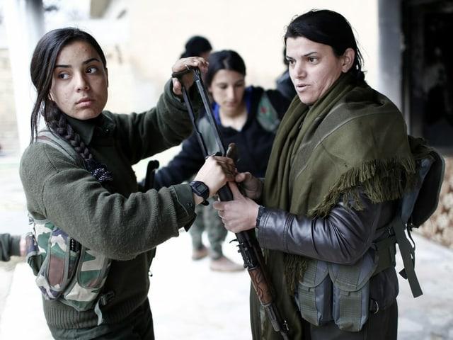 Kurdische Kämpferinnen in Syrien