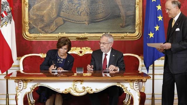 La chanceliera Brigitte Bierlein ed il president Alexander van der Bellen.