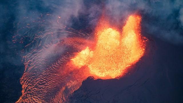 Magma wird ausgespuckt.