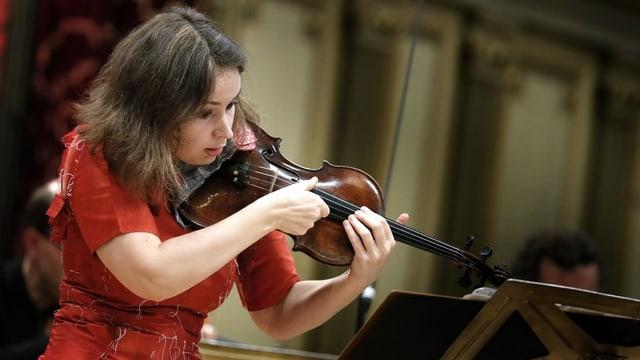 Frau mit Geige