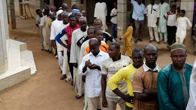 Colonna da votants en Nigeria.