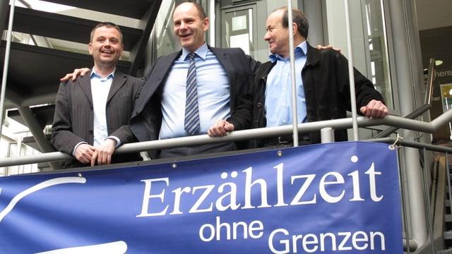 Singens Oberbürgermeister Bernd Häusler Stadtrat Urs Hunziker und Bibliothekar Oliver Thiele aus Schaffhausen.