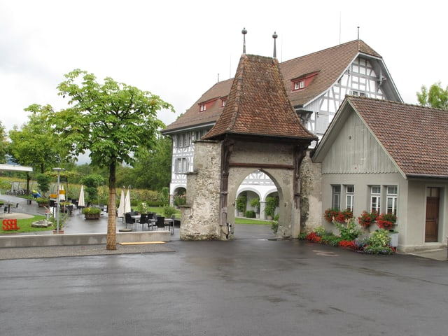 Der alte Eingang des Klosters Rathausen.