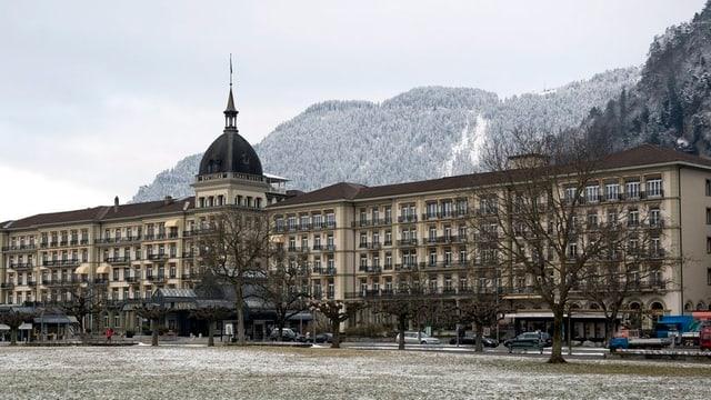Hotel mit Wiese