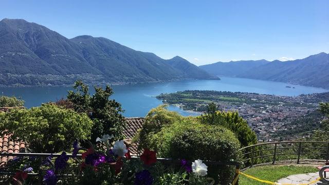 Blick von oben auf das Maggiadelta und den Lago Maggiore.
