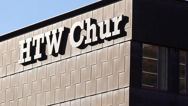 Logo HTW Chur an deren Hauswand