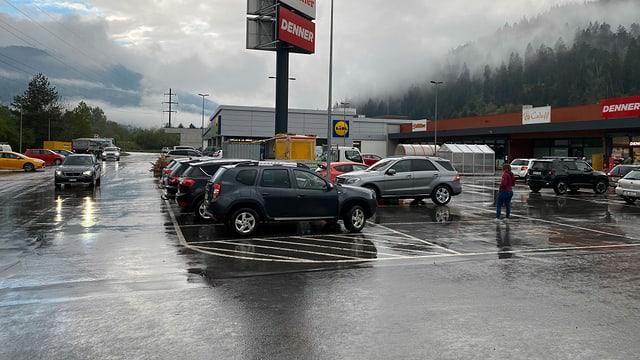 Purtret dal parcadi davant la zona d'industria.
