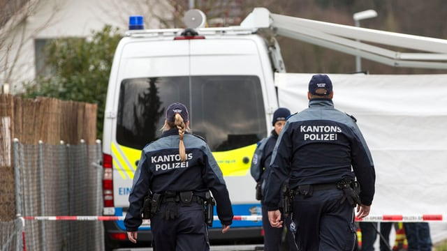 Polizisten am Tatort in Rupperswil