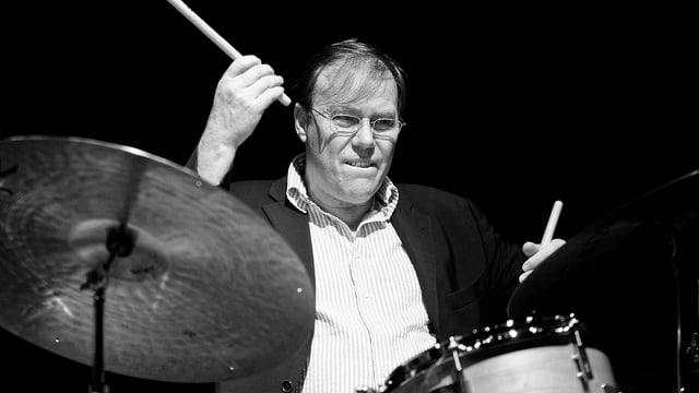 Peter Schmidlin am Schlagzeug.