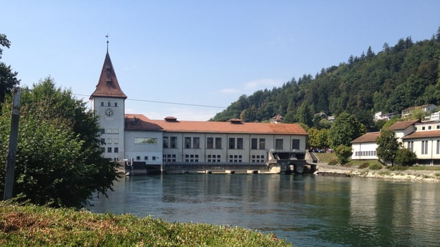 Blick auf Kraftwerk Aarau und Aare.