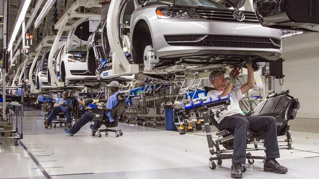 Construcziun moderna d'autos da la marca VW.