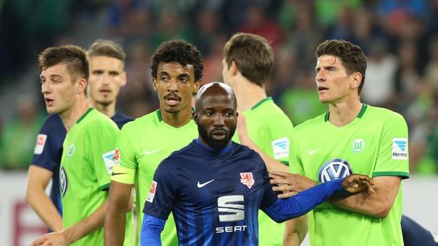 Eine Szene aus dem Hinspiel zwischen Wolfsburg und Braunschweig