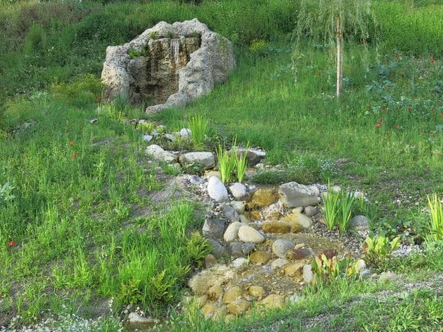 Der neue, künstliche Wasserfall in der Parkanlage Elfenau