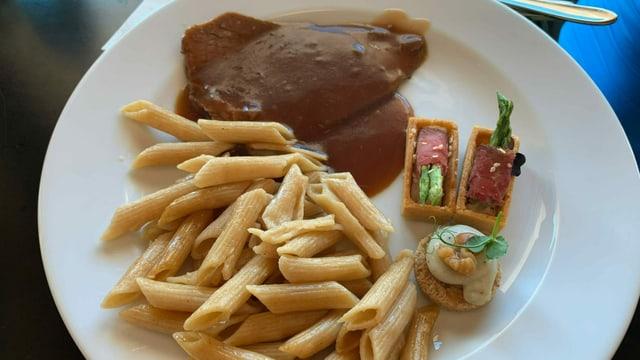 Teller mit Essen
