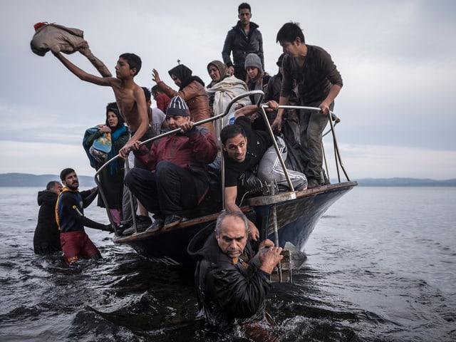 Flüchtlinge auf einem kleinen Boot