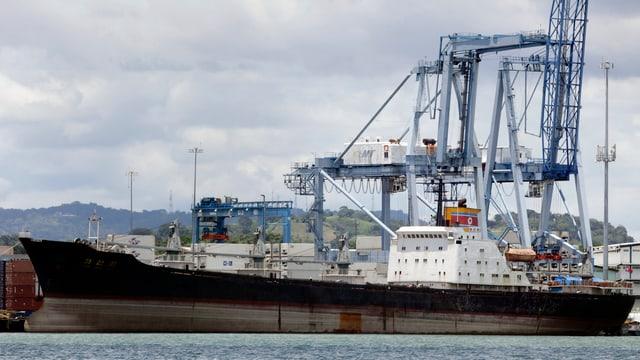 Ein beschlagnahmtes nordkoreanisches Schiff in Panama.