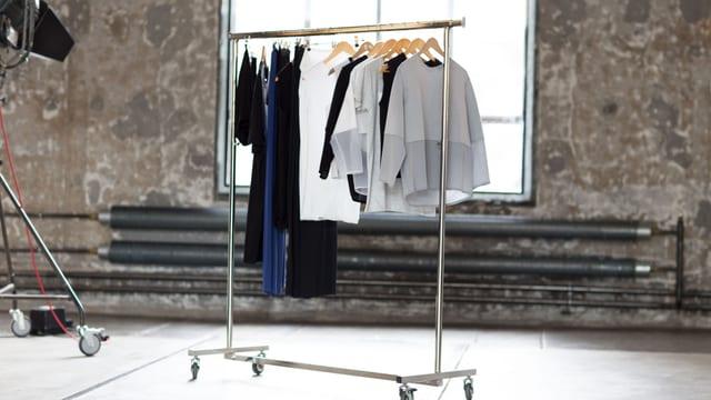An der fairen Modeschau in der Lokremise in St. Gallen zeigt «Un-Dress» Ökolabels von 13 Designern.