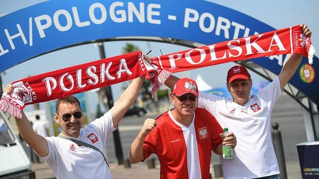 Fans da la Pologna avant il gieu dal quartfinal.