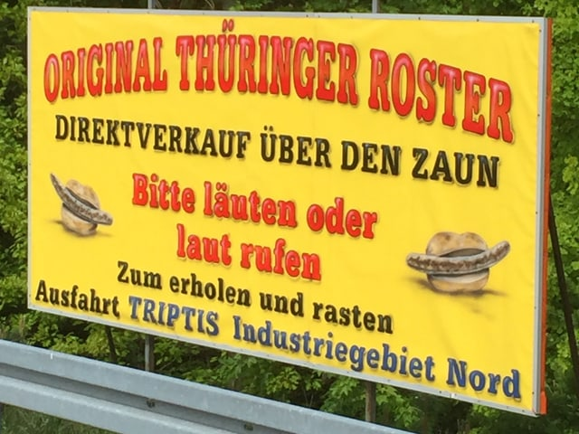Ein gelbes Plakat mit der roten Aufschrift «Original Thüringer Roster».