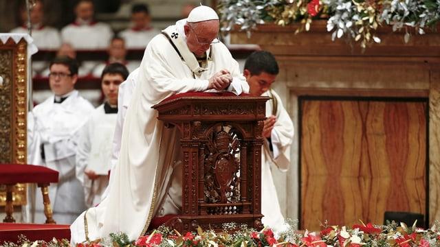 Papa Francestg durant la messa da Nadal en il dom da s. Peder.