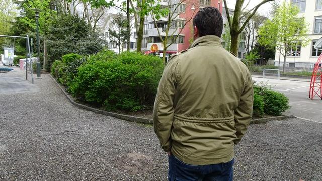 In diesem Park in der Stadt Zürich wurde er brutal von mehreren Vermummten attackiert.