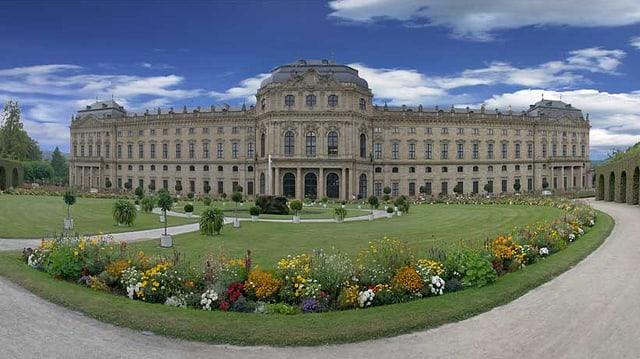 Aussenansicht der Würzburger Residenz mit Hofgarten.