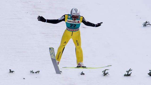 Skispringer Gregor Deschwanden bei der Landung auf der Titlis-Schanze.