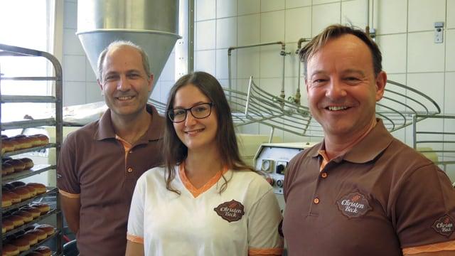 Peppi Badolato, Virginia Paissan und Thomas Christen vor Teigmaschinen.