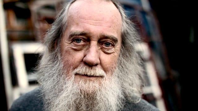 Mann mit langem Bart