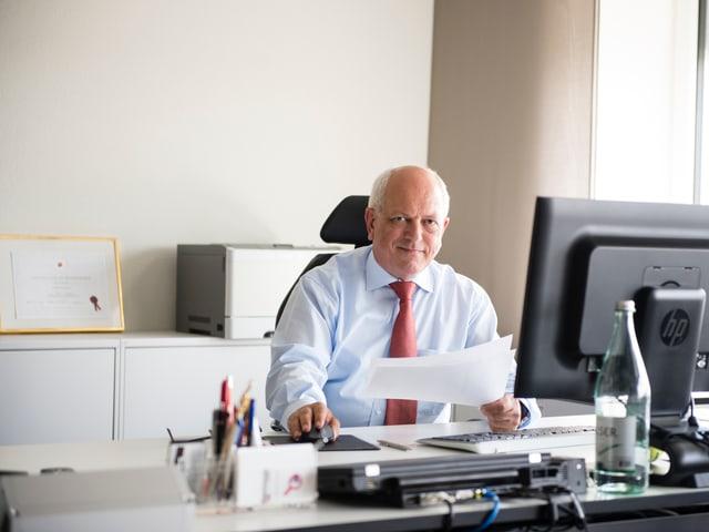 Mathias Adank in seinen Höngger Büro sagt: «Führen ist eine Frage des Stils.»