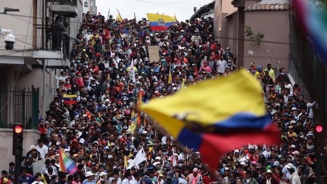 Protestierende in den Strassen Quitos