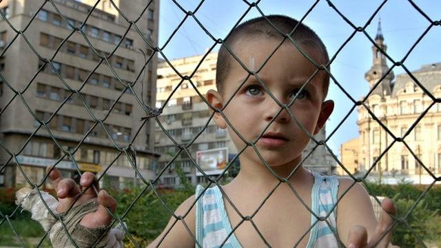 Uffant davos ina saiv da garter en la Rumenia