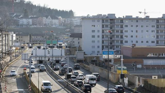 Autostrada cun bler traffic a Turitg sper chasas da pliras famiglias.