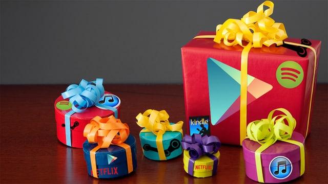 Sechs Weihnachtspakete mit Logos von Spotify, Itunes, Netflix, Steam, Spotify und Google Play.