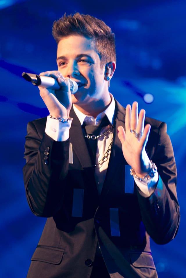 Luca Hänni bei einem Auftritt auf der Bühne