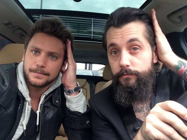 Bastian Baker und Andi Rohrer im Auto.